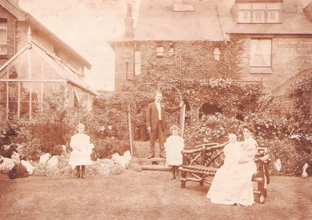 Thomas Richard, Hannah Jane, Edna, Muriel and baby Dilys at Ryelands, Birkenhead Road, Hoylake, Wirral
